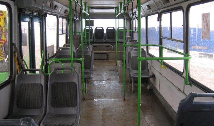 ВБратске водитель автобуса зажал дверьми 78-летнюю пенсионерку