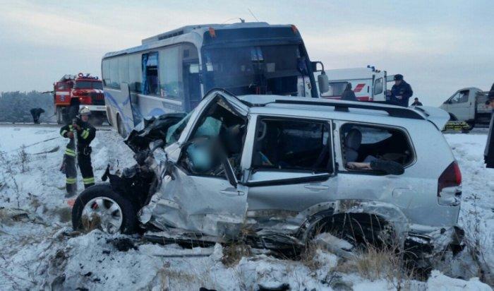 В Приангарье женщина, пострадавшая вДТП сучастием рейсового автобуса иавтомобиля «Тойота», скончалась (Видео)