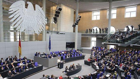 Немецкие депутаты призвали ЕСввести новые санкции против РФ