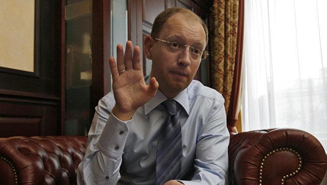 Яценюк сравнил Порошенко станком иназвал его своим врагом