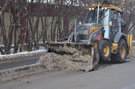 В Иркутске проверили качество уборки снега в Университетском и Первомайском