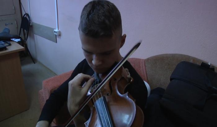 В Иркутске полицейские вернули музыканту похищенный у него альт