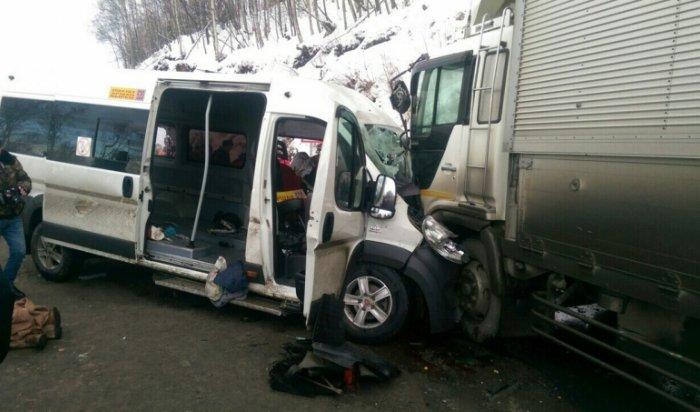 Страшная авария произошла в Слюдянском районе: два человека погибли и 15 получили травмы