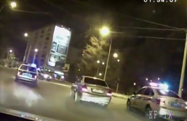 ВИркутске трое мужчин на«Мерседесе» устроили «гонки» сполицейскими (Видео)