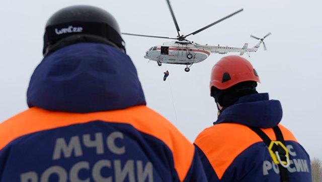 НаСахалине спасатели сняли сдрейфующей льдины семь рыбаков