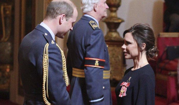 Принц Уильям вручил Виктории Бекхэм орден Британской империи