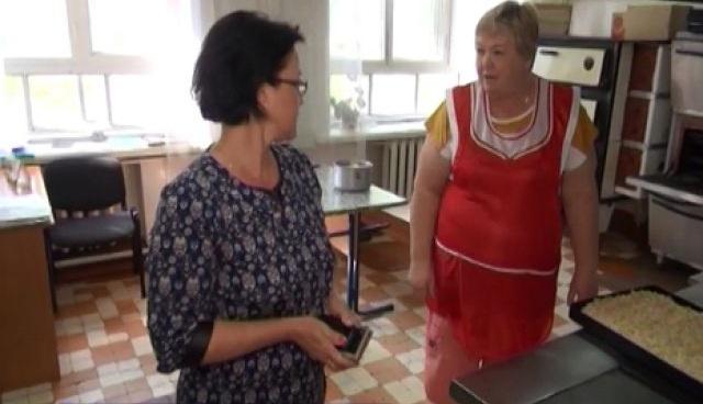 В Оренбуржье работники столовой кормили детей объедками