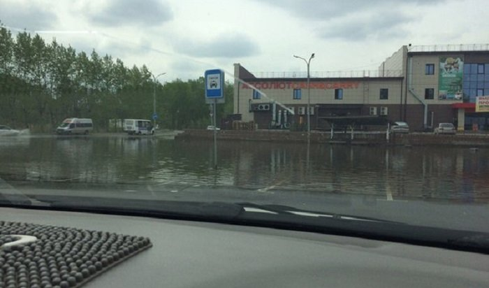 В Шелехове затопило автовокзал сточными водами