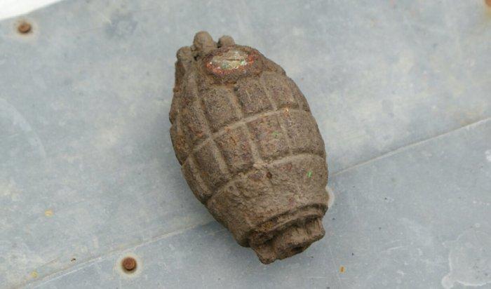 Житель Иркутского района нашел в своем огороде боевую гранату