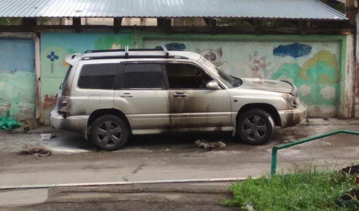 Два автомобиля горели ночью 14 июня в Иркутске (Видео)