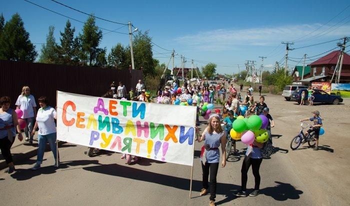 В Иркутске в Селиванихе прошел традиционный парад колясок