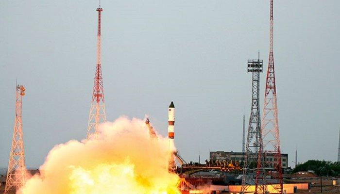 Водитель КАМАЗа погиб из-за падения частей ракеты с«Байконура»