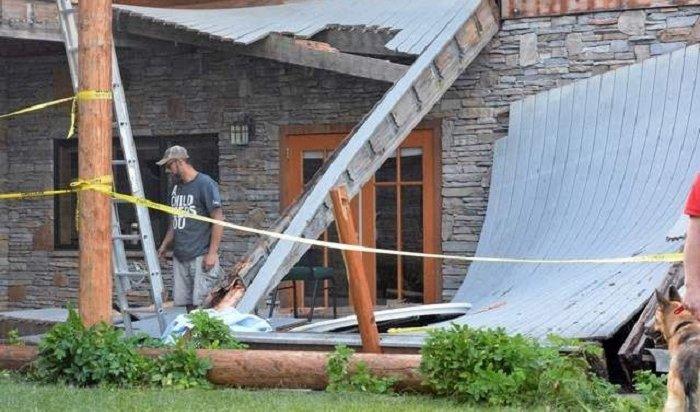ВСША при обрушении балкона летнего коттеджа пострадали более 50человек
