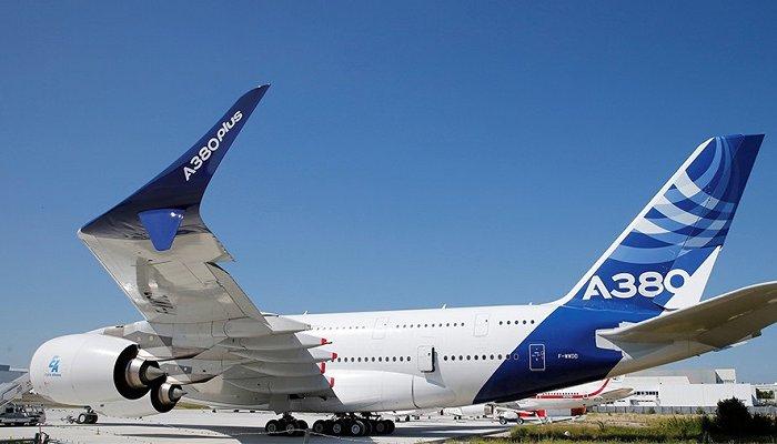 Компания Airbus представила самый большой вмире пассажирский самолет