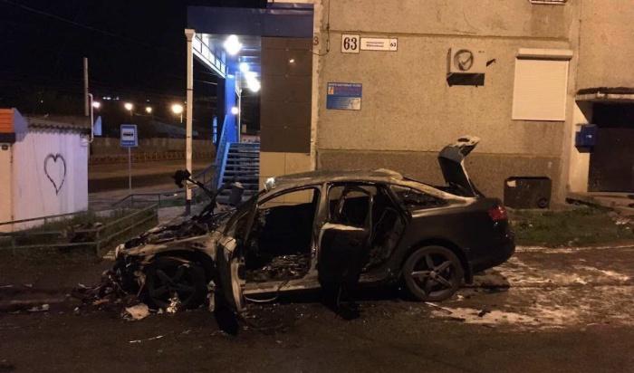 В Иркутске задержаны молодые люди, подозреваемые в поджоге автомобиля  Audi A6 (Видео)