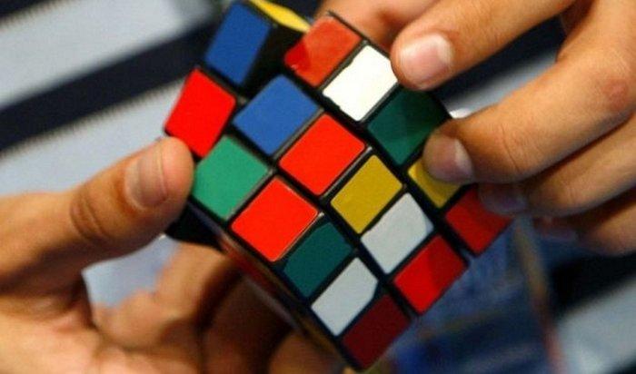 Американский подросток побил мировой рекорд посборке кубика Рубика