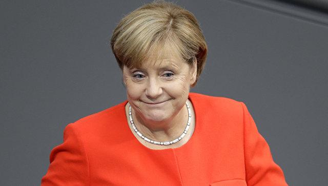 Меркель забросали помидорами на предвыборном выступлении