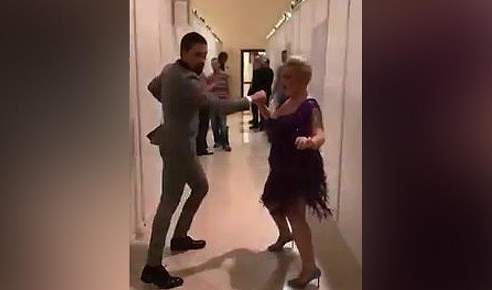 Дима Билан устроил жаркие танцы закулисами сгрузинской певицей (Видео)