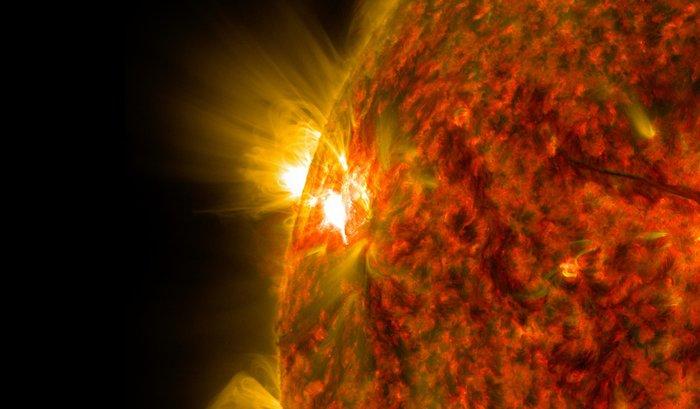 Очередная вспышка наСолнце вызовет мощную магнитную бурю 13сентября