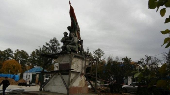 ВИркутске приступили кобследованию памятника Борцам революции