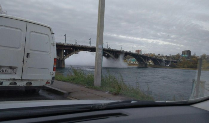 ВИркутске под Глазковским мостом прорвало трубу