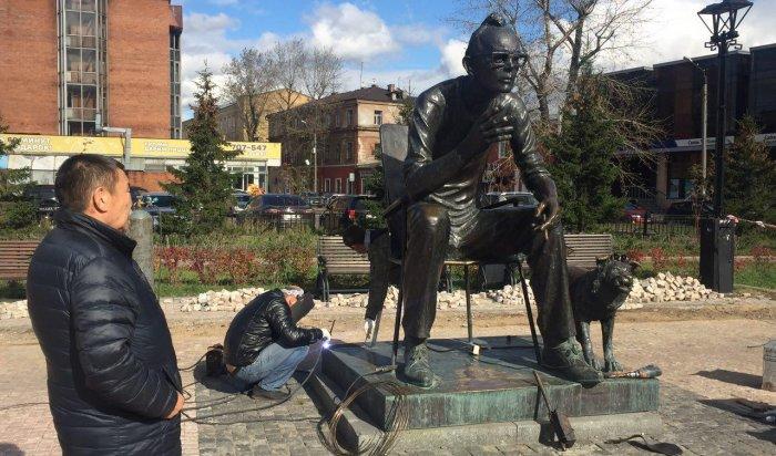 Памятник Леониду Гайдаю отремонтировали  в Иркутске