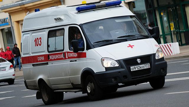 СМИ: ВМоскве полицейский сдвумя сообщниками избил водителя машины медслужбы