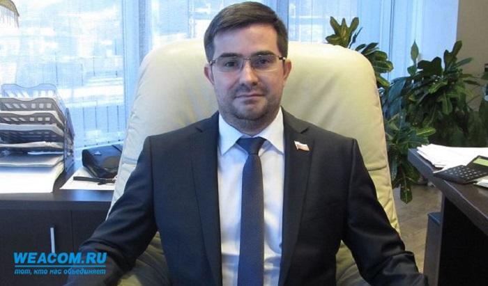 Ветеранов Иркутска поздравил депутат Анатолий Аблов