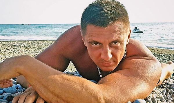Откровенные фото московского депутата вызвали спор в соцсетях
