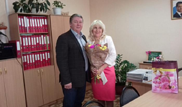 Депутат Василий Донских поздравил коллективы иркутских школ №6 и №77