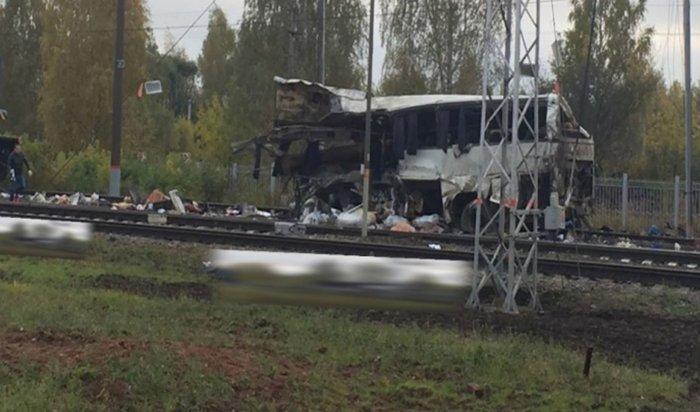 Под Владимиром из-за столкновения поезда иавтобуса погибли 19человек
