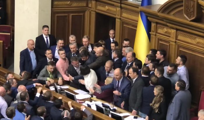 Депутаты Рады подрались из-за закона о реинтеграции Донбасса