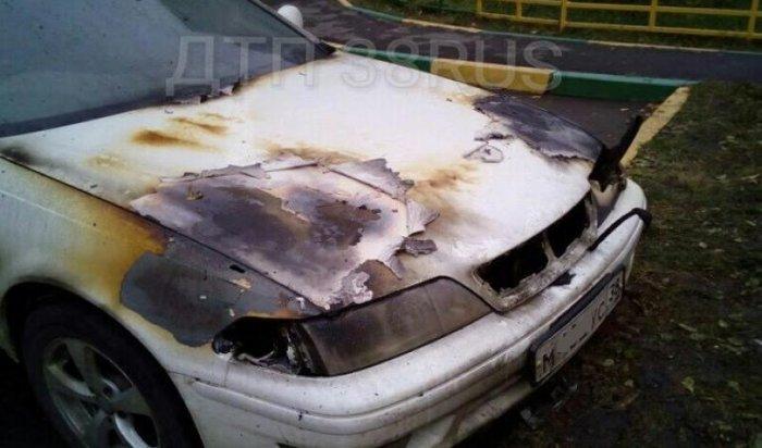 В Иркутске сгорел автомобиль Toyota Mark II