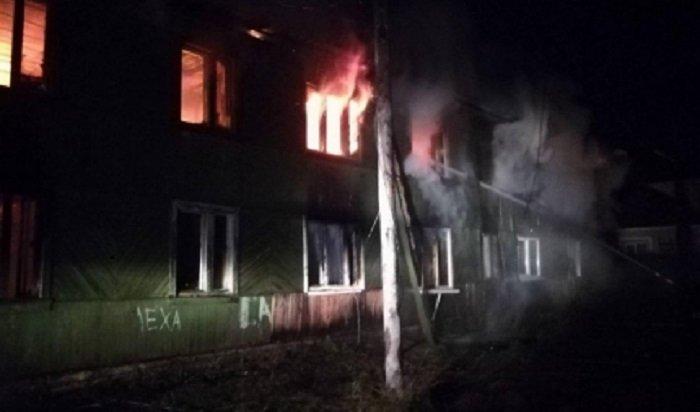 В Иркутске на улице Депутатской 17 человек были спасены из горящего дома