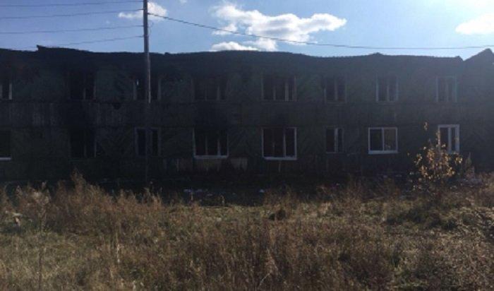 В Шелеховском районе в результате поджога многоквартирного дома погибли двое мужчин