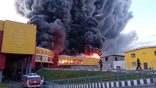 ВМоскве горел торговый центр «Синдика», обрушились стены икровля