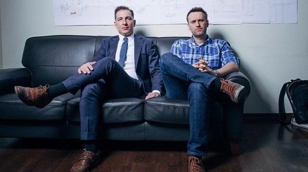 Судебные приставы задержали директора фонда Навального