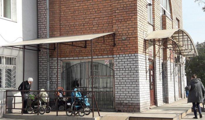 Навес для хранения детских колясок появился в поликлинике №15 Иркутска