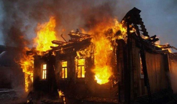 В Нижнеудинском районе при пожаре в частном доме погибли двое мужчин и женщина