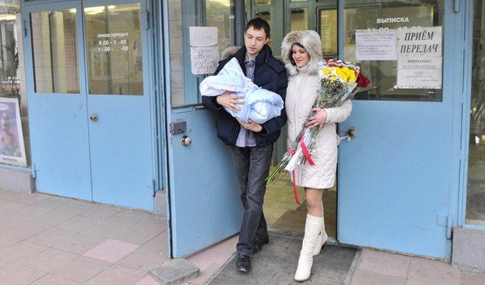 Минтруд предложил выдавать бесплатные наборы для новорожденных