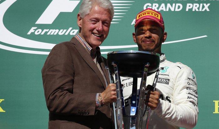 Льюис Хэмилтон изкоманды «Мерседес» выиграл Гран-при США