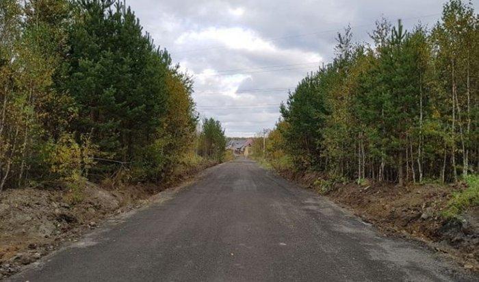 Жители поселка под Екатеринбургом насвои деньги отремонтировали дорогу