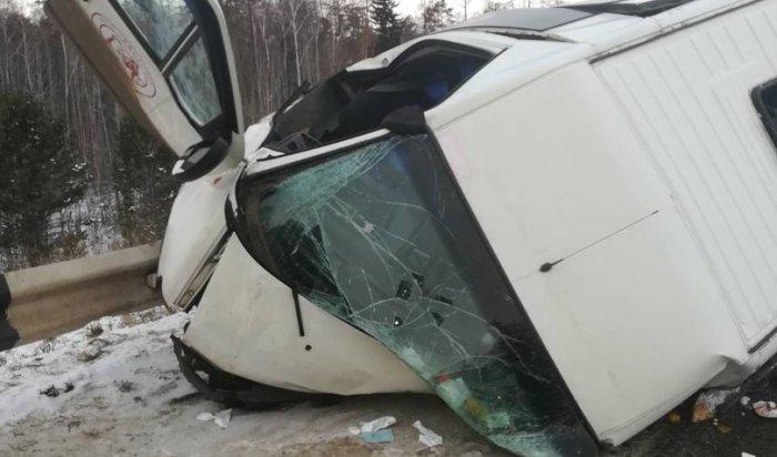 Под Братском автомобиль Toyota Vista столкнулся с маршруткой, есть пострадавшие