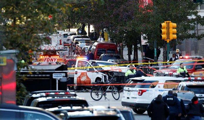 В Нью-Йорке иммигрант на грузовике въехал в толпу людей, 8 погибли