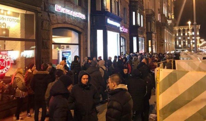 Москвичи выстроились вочередь заiPhone Xзадень достарта продаж