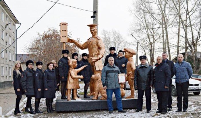 ВУсолье установили скульптуру Дяди Степы— милиционера