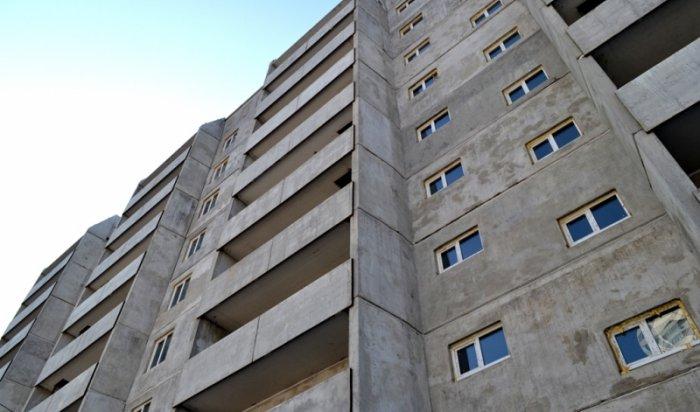 В Иркутске на улице Мухиной 34-летняя женщина случайно выпала с балкона 9 этажа