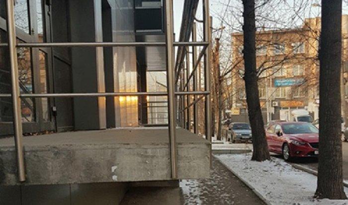 В Иркутске ведутся судебные разбирательства с владельцем незаконного строения на улице Пролетарской