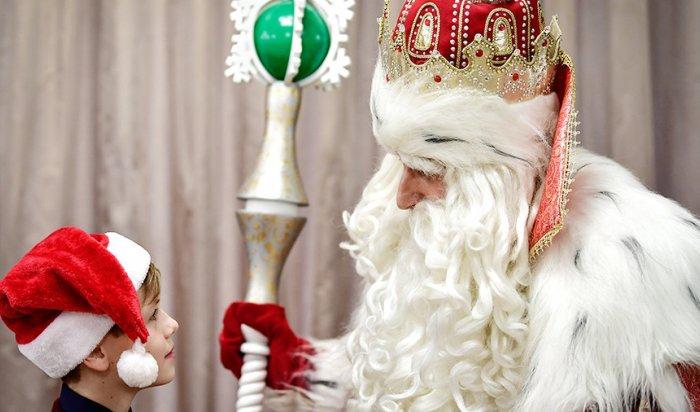 Жениха, лопату и металлоискатель попросили россияне у Деда Мороза