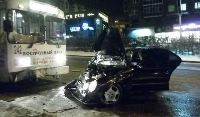 В Иркутске в ДТП на улице Академической пострадали два человека
